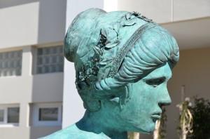 Aphrodite : première partie d'une sculpture monumentale qui achevée  fera 3,50m pour 80 kg . Projet qui associe le monde de la sculpture et de la ferronnerie d'art.