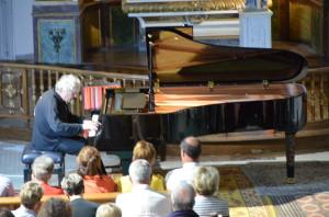 François Rossé improvisant sur une valse de josé David